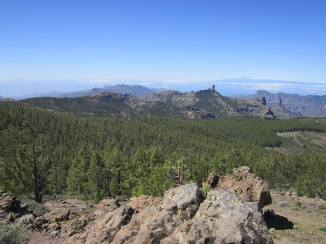 V dálce Roque Nublo (foto David Kadunc) z Pico de las Nieves