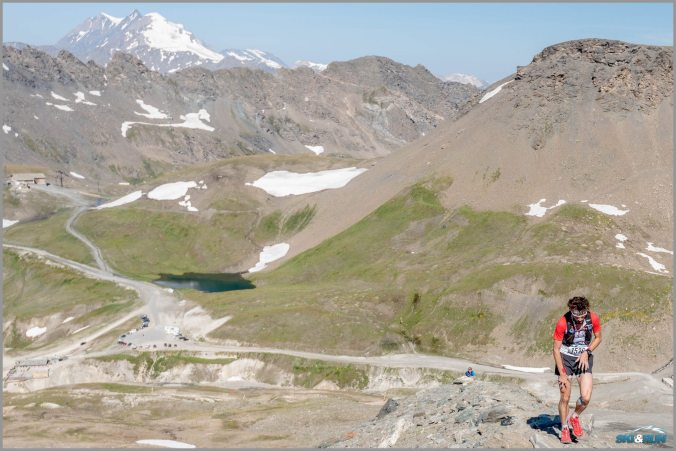 Col d´Iseran, vzadu Grande Motte, my nahoru na poslední kopec...