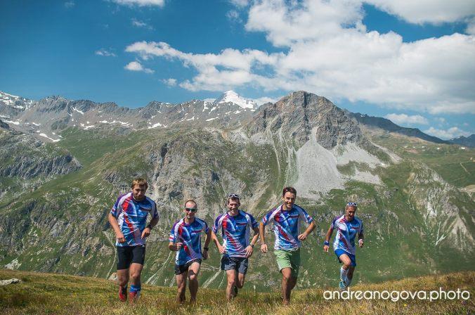 Czech Skyrunning Team bez Aleše, ale s Grande Motte v pozadí
