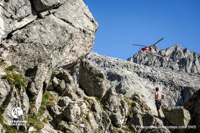 Esence - kámen, záchranář, vrtulník (Ian Corless)
